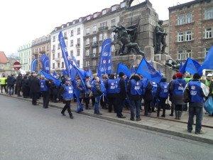 Manifestacja przed Urzędem Wojewódzkim w Krakowie w dniu 19.02.2015